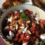 Salade met rode biet en verse geitenkaas