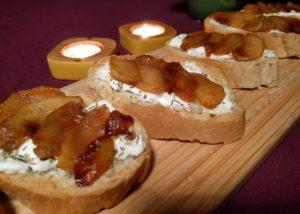 Bruschetta met geitenkaas en gekarameliseerde appel