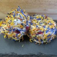 Zachte geitenkaas met eetbare bloemetjes - Kempense Geitenkaas Polle