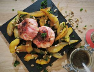 Geitenspekkaasje met gekarameliseerde appel en peer