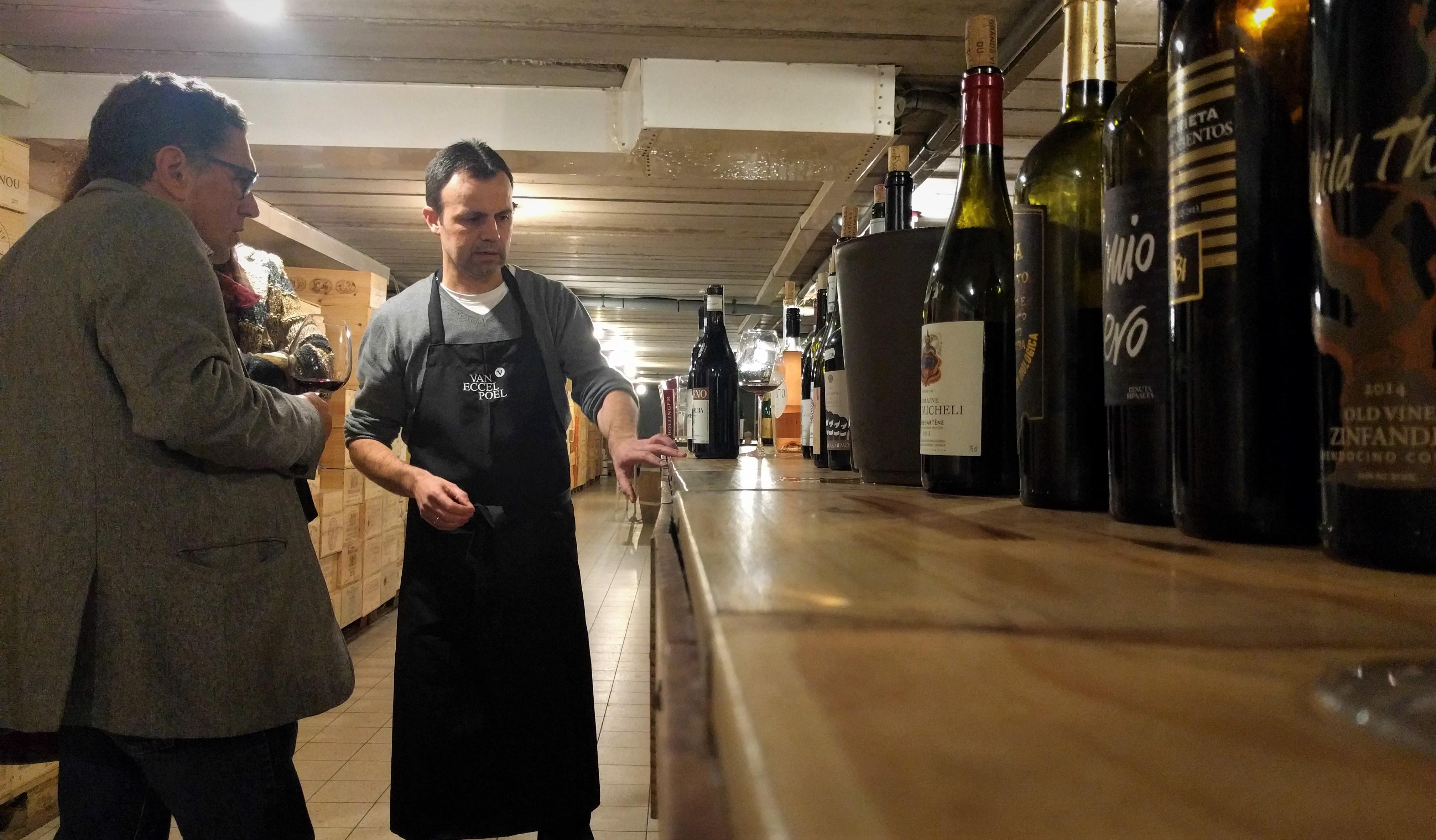 wijn en geitenkaas bij Van Eccelpoel