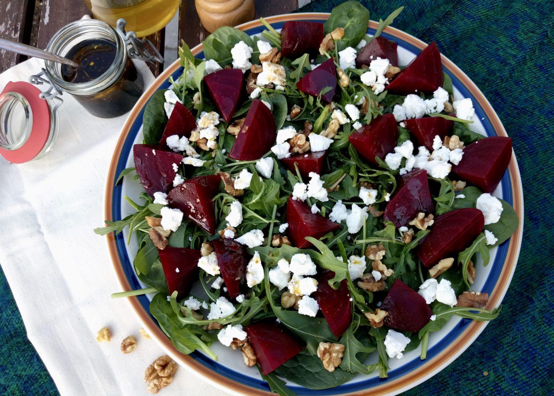 salade met rode biet en geitenkaas