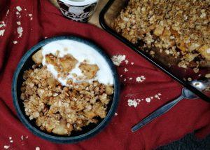 Appelcrumble met havermout en Polle's geitenyoghurt